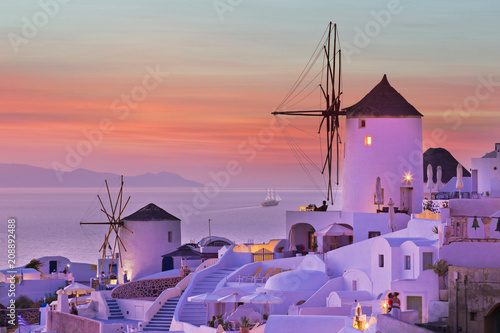 Foto op Canvas Europa The famous sunset at Santorini in Oia village