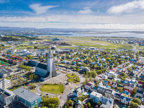 Fotografia, Obraz Reykjavik Iceland city scape frop the top with Hallgrimskirkja church