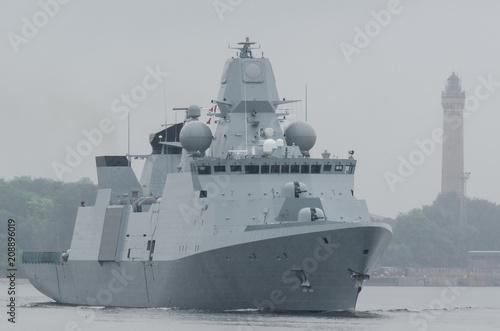 Fotomural WARSHIP - Danish frigate sails to sea for patrol