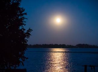 Fototapeta na wymiar Moonlight on the river