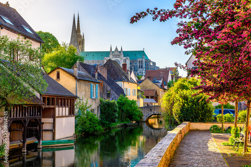 Montage in der Fensternische Altes Gebaude Eure River embankment with old houses in a small town Chartres, France
