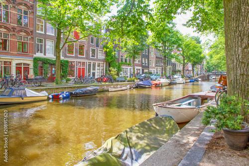 Spoed Foto op Canvas Centraal Europa Romantisches, grünes Amsterdam