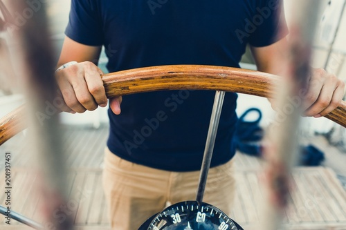 Foto auf AluDibond Schiff sailing boat pilot following the compass