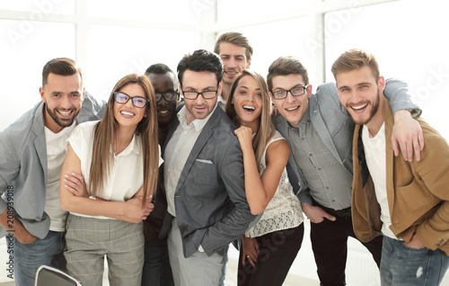 Fototapeta group of successful business people standing in the office obraz