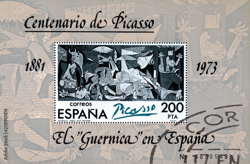 Fotomural  Stamp printed in Spain shows painting by Pablo Picasso Guernica