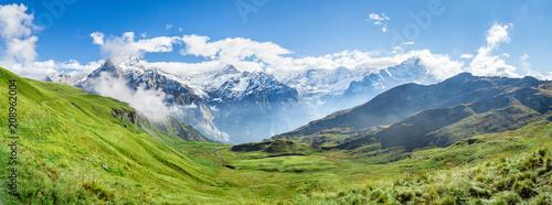 Fototapeta premium Alpy Szwajcarskie Panorama w pobliżu Grindelwald w Oberlandzie Berneńskim