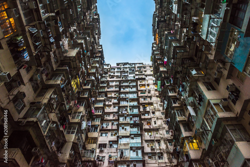 In de dag Aziatische Plekken Overcrowded residential building in Hong Kong