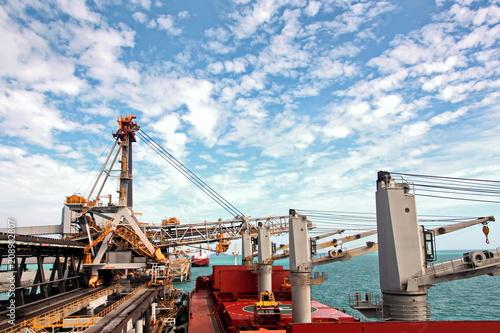Spoed Foto op Canvas Poort Грузовой терминал погрузки угля и причал, порты Австралии