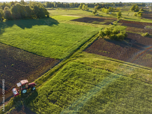 Photo Aerial view from the drone, a bird's eye view of agricultural fields with a road