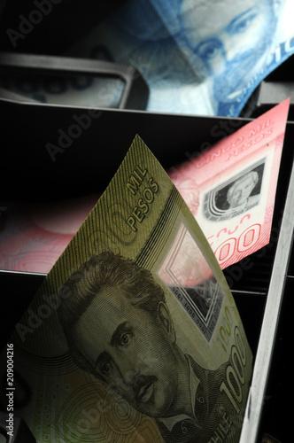 Tela  Silvana Comugnero Peso chileno Chilean pesos