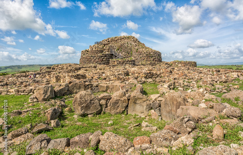 Nuraghe 'Su Nuraxi' in Barumini, Sardinia, Italy; a wonderful place that now since 1997 has been enrolled in Unesco World Heritage Lists because of its uniqueness Fototapet