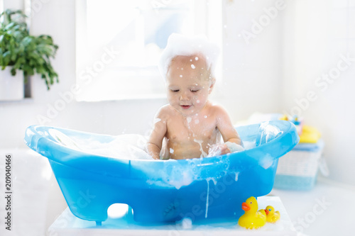 Fototapety, obrazy: Little baby taking a bath