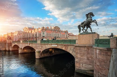 Foto auf Gartenposter Bridges Аничков мост в Санкт-Петербурге и кони Anichkov Bridge in St. Petersburg and horses