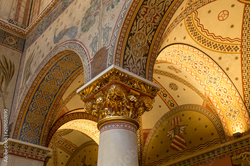 Papiers peints Con. ancienne Budapest, Hungary - March 27, 2018: Interior of renovated Roman Hall in Museum of Fine Arts