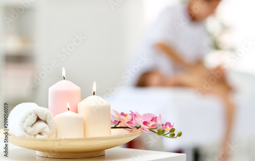 Keuken foto achterwand Spa composition of spa candles and towels