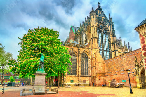 Foto op Plexiglas Europa Statue of Jan van Nassau and St. Martin Cathedral in Utrecht, the Netherlands