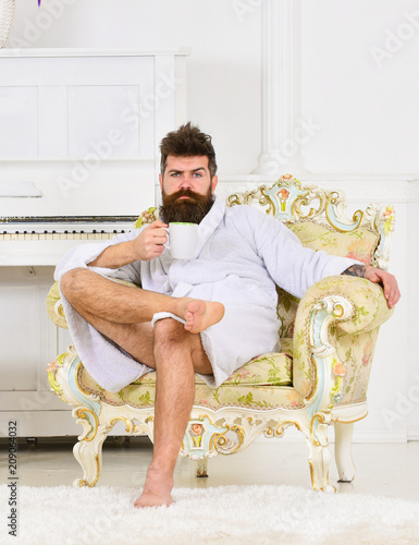 Photo Businessman having breakfast in expensive hotel