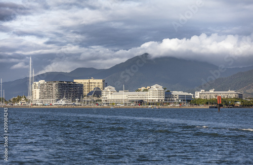 Fotomural Skyline of Cairns, Queensland,Australia. Aproaching from Sea