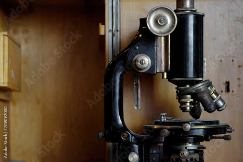 Staande foto Industrial geb. Old Microscope close up