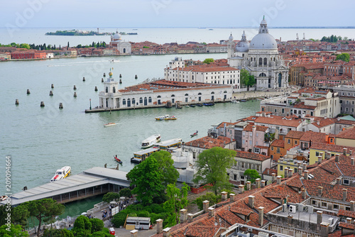 Stickers pour porte Venise Panoramic view of the Dogana, the Grand Canal and red tiled roofs in Venice from the Campanile on Piazza San Marco (Saint Mark Square).