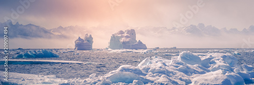 Fotomural Greenland : amazing iceberg on the sea, climate change. Banner