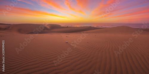 Fotografía Famous natural park Maspalomas dunes in Gran Canaria at sunrise, Canary island,