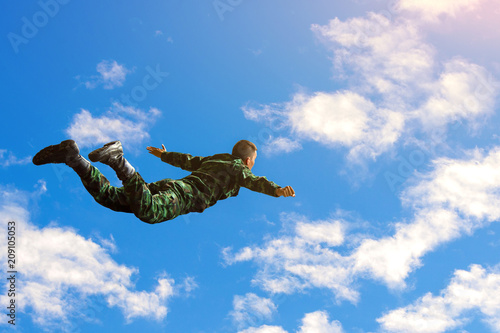Foto op Canvas Luchtsport Rangers parachuted from military airplanes, Soldiers parachuted from the plane, isolated airborne soldier, practice parachuting, Paratroopers jumping from an airplane.