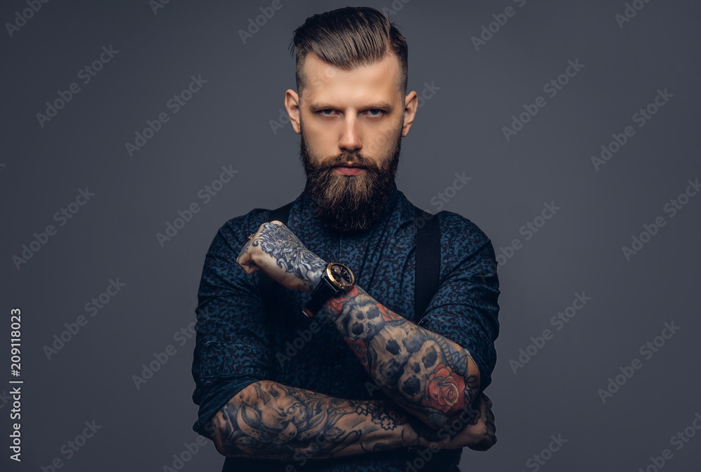 Fototapety, obrazy: Handsome old-fashioned hipster in shirt and suspenders, pose with crossed arms. Isolated on a dark background.