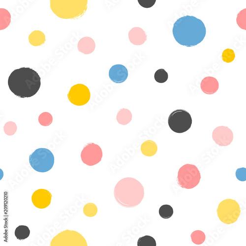 kolorowe-okragle-plamki-malowane-za-pomoca-pedzla