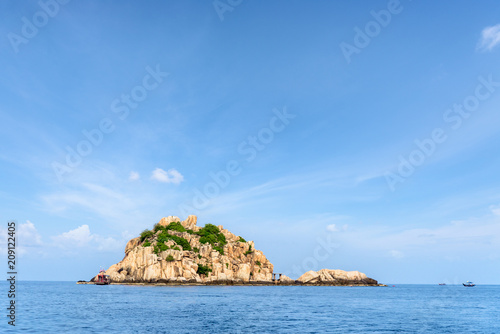 Spoed Foto op Canvas Eiland Beautiful nature landscape of Shark Island Divesite small rock island at Ko Tao under the blue sky on the sea in summer is a famous tourist attractions in the Gulf of Thailand, Surat Thani, Thailand