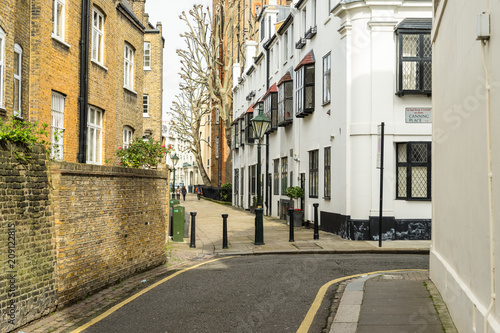 Photo  Empty street in Kensington and Chelsea London United Kingdom with houses cars an