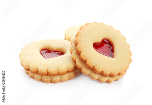 Fotografia Traditional Christmas Linzer cookies with sweet jam on white background