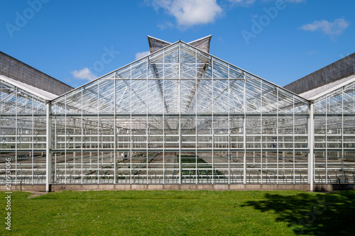 Fototapeten Natur Frontal view of a greenhouse in the Netherlands. Have a look inside the greenhouse.