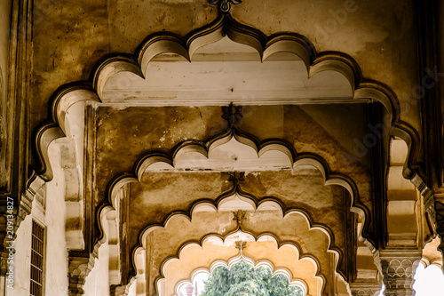 View of white marble buildings and palaces through an arch inside Agra Fort fortress UNESCO heritage site in Agra, India Canvas-taulu