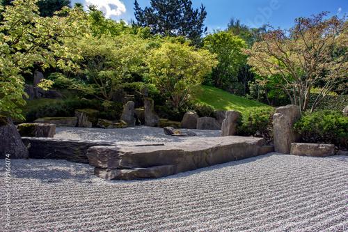 Photo sur Plexiglas Zen pierres a sable Japanese style garden, stone terrace view.