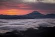 夜明けの雲海と富士山