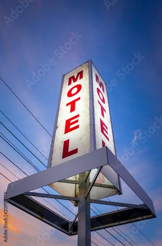 Papiers peints Océanie Vintage motel sign at sunset