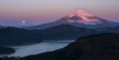 夜明けの芦ノ湖と富士山と沈む満月