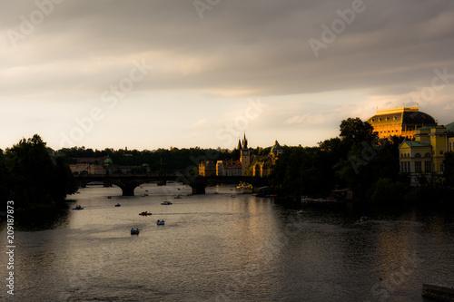 Fototapeta Il centro storico di Praga e il fiume Moldava
