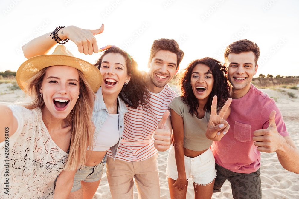 Fototapety, obrazy: Group of happy young friends in summer clothes