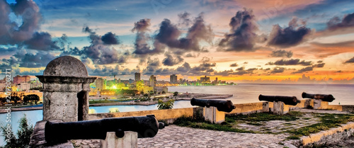 Poster de jardin Havana View of the city of Havana at sunset from the castle of the Three Kings of El Morro