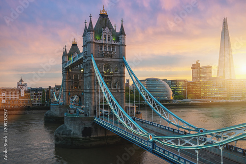 Poster London The Tower Bridge in London, the UK. Sunset with beautiful clouds