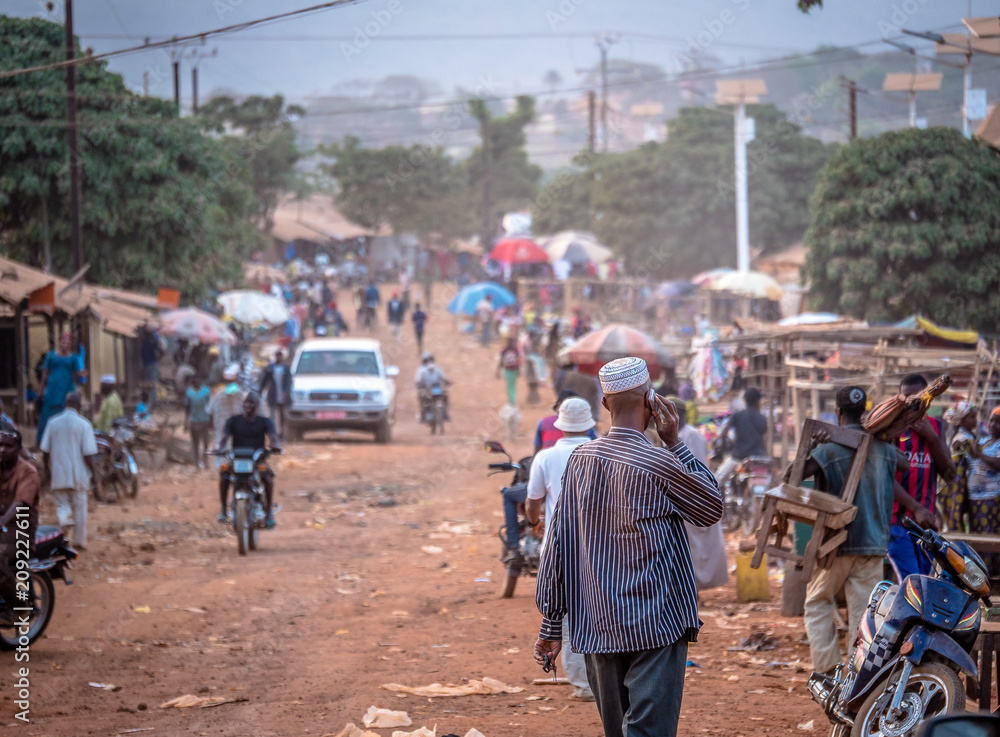 Fototapety, obrazy: People on the road street - in Africa