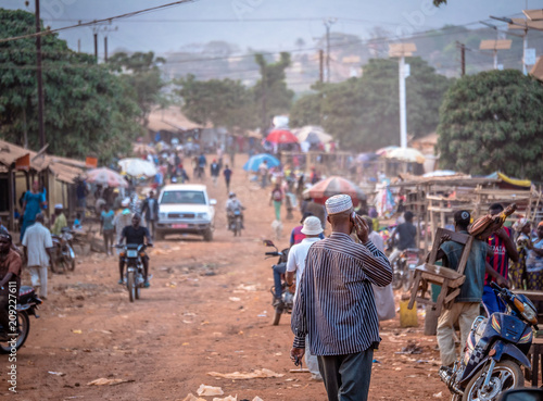 Photo sur Aluminium Afrique People on the road street - in Africa
