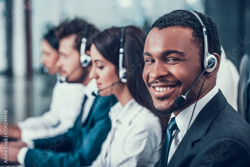 Multicultural young happy employees in call center Fototapet