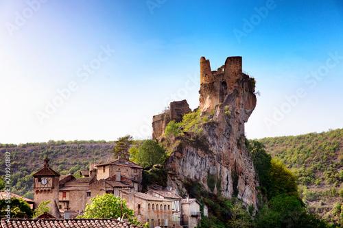 Ruine du chateau du village Puycelsi, Tarn, Midi-Pyrénées, Occitanie, France Canvas