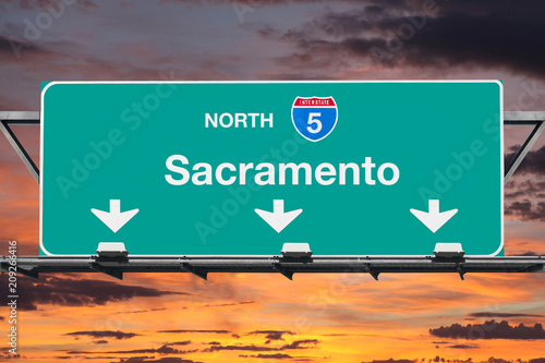 Deurstickers Centraal-Amerika Landen Sacramento California 5 Freeway Sign with Sunset Sky