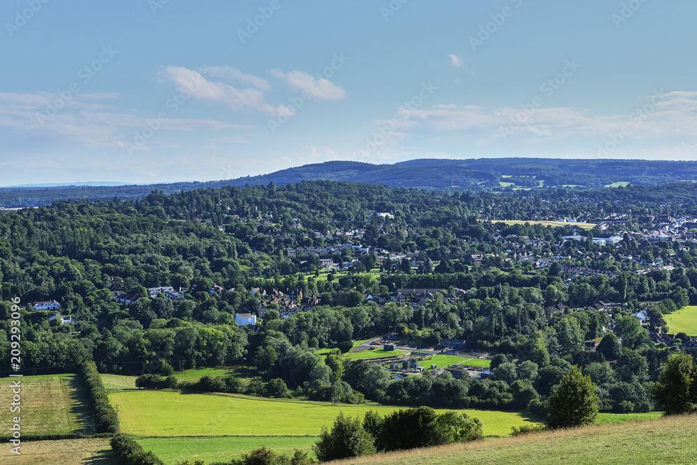 Fényképezés View from hill suburbs of London, United Kingdom