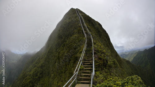 stairway to heaven metal stairs on mountain ridge hike Oahu island Hawaii Fotobehang