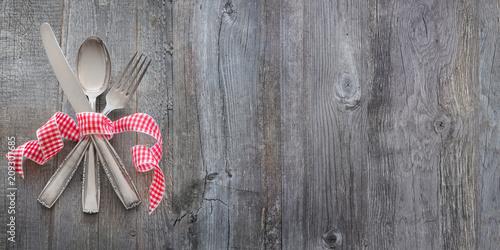 Fototapeta Besteck auf Holz mit Freifläche